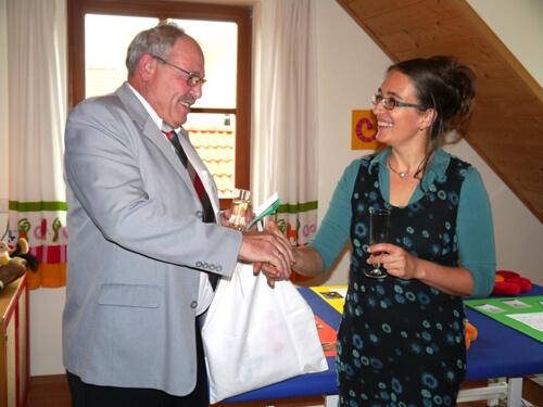 a Hans Fleischner und Beate Strauß bei der Eröffnung