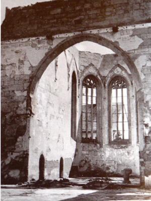a Ausgebrannte Stadtkirche - Chorraum