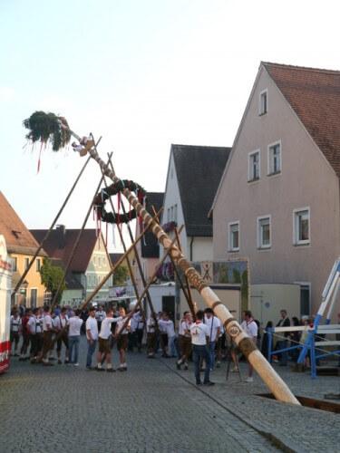 a Kirchweihbaum-Aufstellen Merkendorf 2014