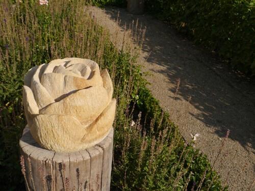 a Skulptur im Barockgarten Merkendorf