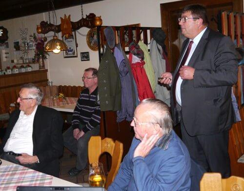 a Bürgermeister Hans Popp (rechts), Altbürgermeister Karl Huber (links)