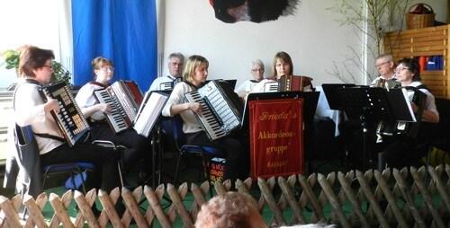 a HW Friedas Akkordeongruppe